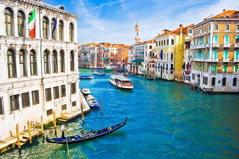 Italy-Venice_channel_100.jpg