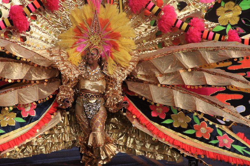 Tobago_1_Ženska iz Tobaga na karnevalu v čudovitem kostumu