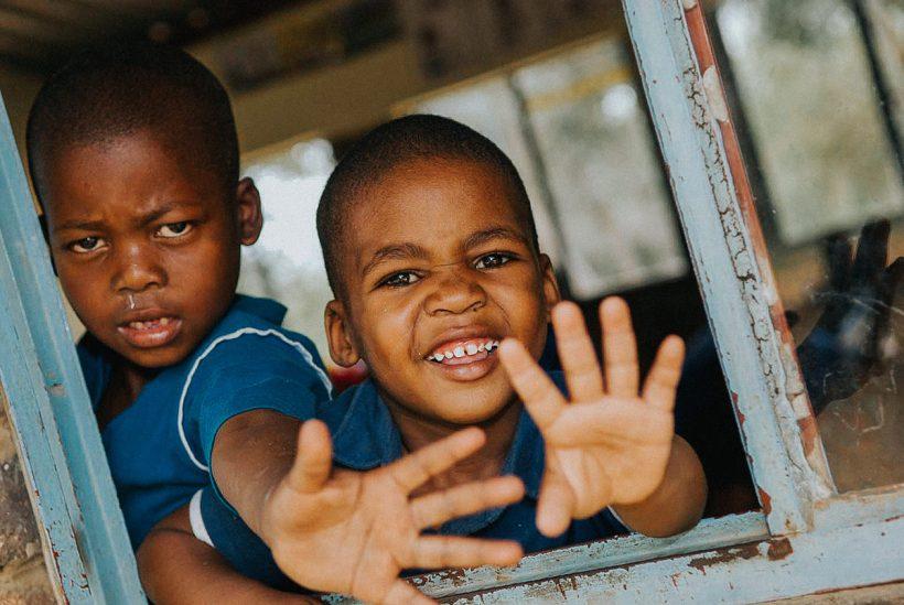 Hisa Potovanj J Afrika Skupina 36 Otroka Domacina